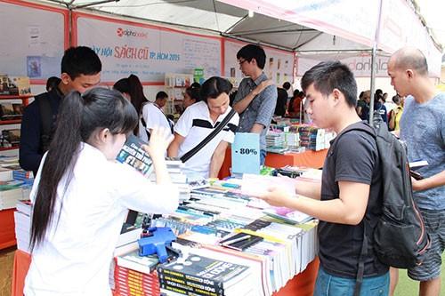 Hàng ngàn 'mọt sách' chen chân tại Ngày hội sách cũ TP.HCM 2015