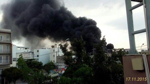 Cháy lớn ở xưởng thủy sản đông lạnh giữa khu dân cư