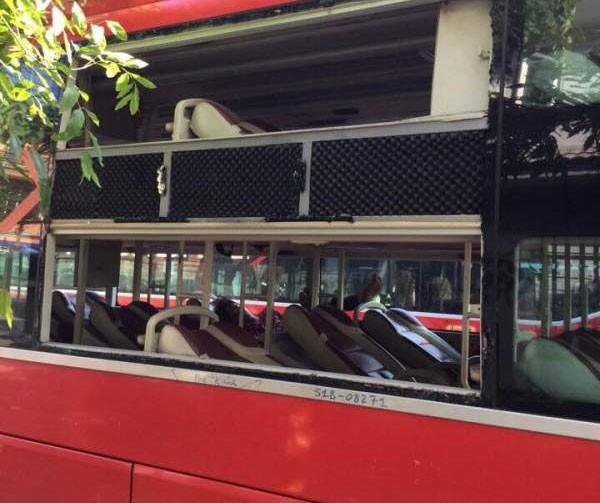 Xe khách bị ném đá, hơn 25 hành khách hoảng loạn
