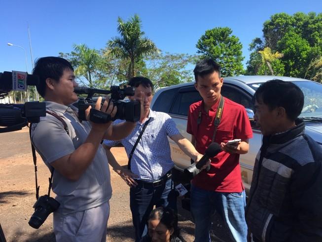 Nghi can ném đá xe khách tử vong khi bị tạm giam tại công an huyện