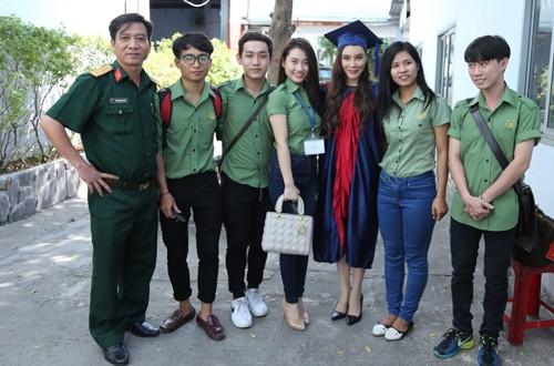 Hồ Quỳnh Hương làm giảng viên