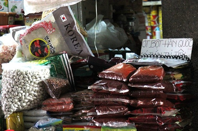 Chợ nước ngoài ở Sài Gòn - Kỳ 4: Thưởng thức kim chi tại chợ Hàn