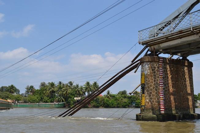 Clip sập cầu Ghềnh ở Đồng Nai