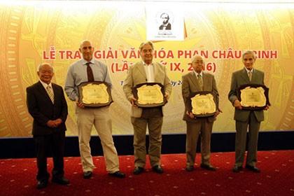GS Trịnh Xuân Thuận được Quỹ Phan Châu Trinh vinh danh