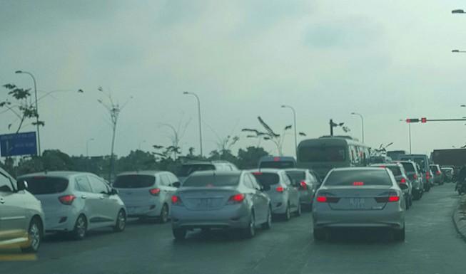 Xe dày đặc trên cao tốc Long Thành-Dầu Giây