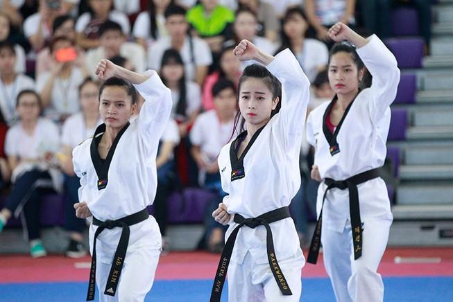 'Nữ hoàng' Châu Tuyết Vân lên ngôi tại Cúp sinh viên 2016  