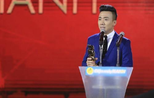 Trấn Thành đoạt cú đúp giải thưởng HTV Awards 2016
