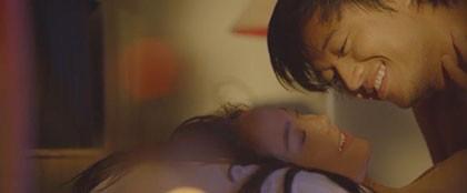 Minh Hằng nhờ vợ chồng Dustin Nguyễn dạy đóng cảnh nóng