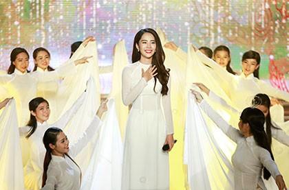 Nghe Hoa khôi Nam Em hát Bolero