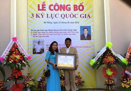 Mô hình cột mốc chủ quyền Trường Sa nhận kỷ lục Việt Nam