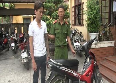Bắt nghi can trộm xe máy chỉ sau 2 giờ gây án