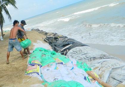 Pháp hỗ trợ hơn 7 tỉ đồng khắc phục sạt lở bờ biển Cửa Đại