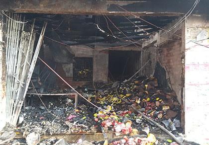 Cháy lớn thiêu rụi 2 căn nhà, một người tử vong
