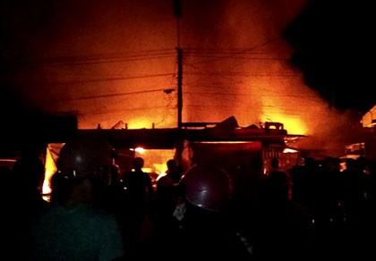 Cháy chợ, thiệt hại hàng chục tỉ đồng