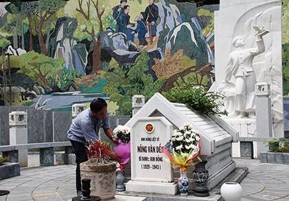 Về thăm nơi mẹ con anh Kim Đồng yên nghỉ