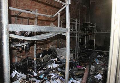 Ký túc xá phát hỏa, sinh viên tháo chạy