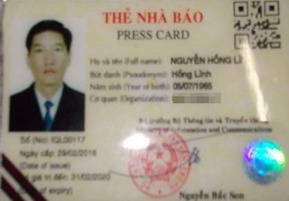 Phát hiện 1 tài xế sử dụng thẻ nhà báo có dấu hiệu làm giả