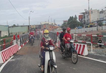 TP.HCM: Thông xe qua cầu tạm Tân Kỳ-Tân Quý