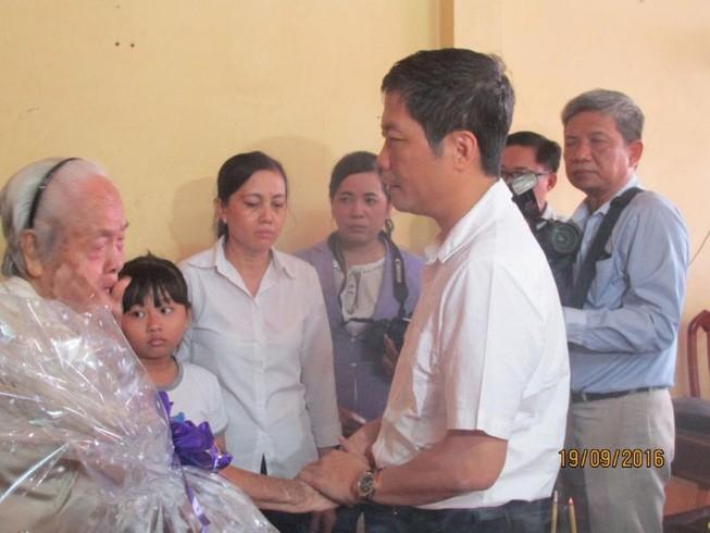Bộ trưởng Công thương thăm gia đình anh Nguyễn Kim Danh