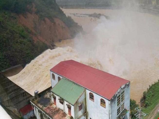Hà Tĩnh: Hơn 2.700 hộ dân bị ngập nước