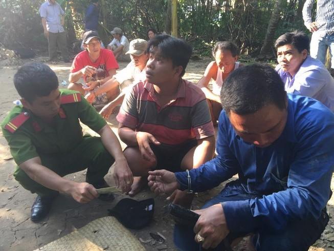 Tiền Giang: Phá trường gà, bắt 34 nghi can