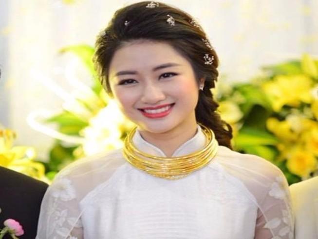 Hoa hậu Thu Ngân xinh đẹp tại lễ đính hôn