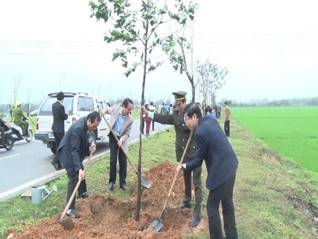 Huế phát động trồng cây đầu xuân Đinh Dậu