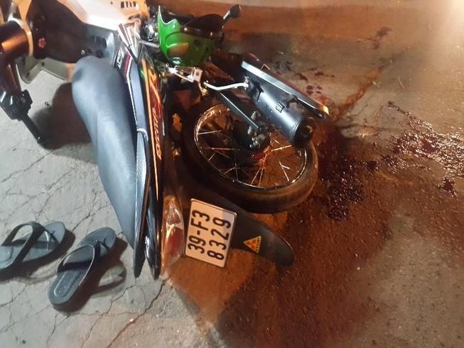 Mô tô Kawasaki tông người chạy Exciter gãy lìa chân