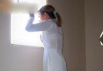 Nữ sinh khoe thân qua áo dài siêu mỏng
