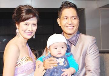 Thanh Thúy - Đức Thịnh khoe con trai tại Giải thưởng Truyền hình HTV