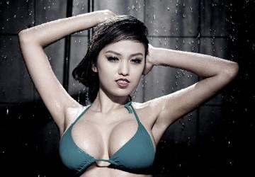 """""""Bỏng"""" mắt với bộ ảnh bikini mới của Hoàng Oanh"""