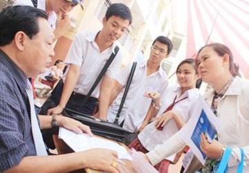 Tuyển sinh ĐH, CĐ 2012: Xem học phí để chọn trường