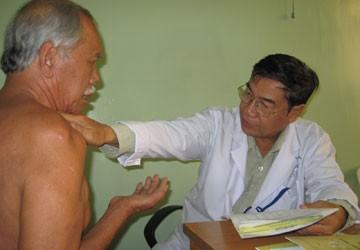 Bác sĩ Võ Văn Châu: Người khai hoang vi tiểu phẫu