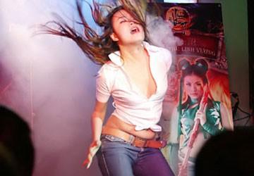 Hoàng Thùy Linh sau clip sex: Kín hơn về đời tư, hở hơn về trang phục…