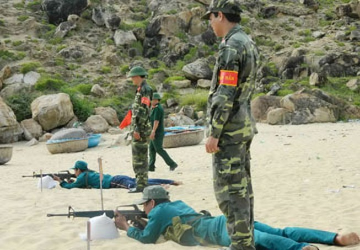 Bình Định huấn luyện ngư dân bắn mục tiêu trên biển