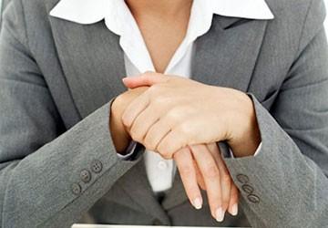 Tê tay: Bệnh của nhân viên văn phòng