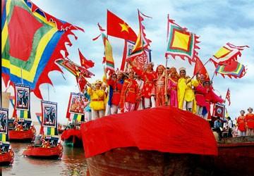 Trả lễ hội truyền thống cho người dân