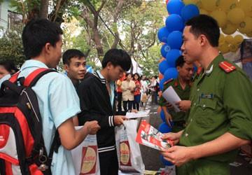 Tuyển sinh ĐH, CĐ 2012: Lưu ý khi vào trường công an, quân đội
