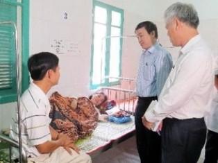 Vụ tiêm 3 trẻ chết do chích ngừa ở Quảng Trị: Đình chỉ 2 cán bộ y tế