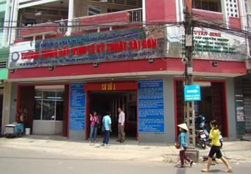Trường Trung cấp Kinh tế Kỹ thuật Sài Gòn: Không học... vẫn có bằng!