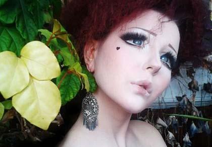 """Phát sốt với gương mặt """"hoạt hình"""" của cô gái Ukraine"""