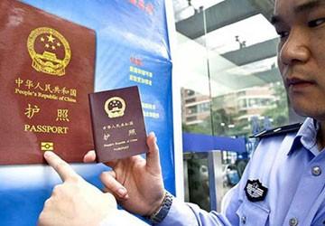 """Hộ chiếu in """"đường lưỡi bò"""" không có giá trị pháp lý"""