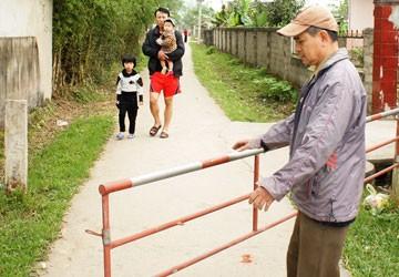 Cả làng làm rào chống trộm chó