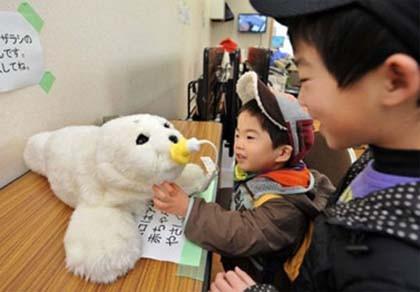 Robot xoa dịu nỗi đau sóng thần Nhật