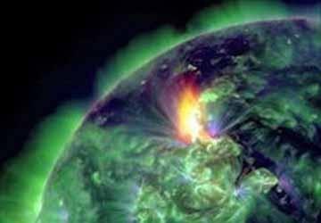 Bão mặt trời lớn nhất đến Trái Đất kể từ năm 2005