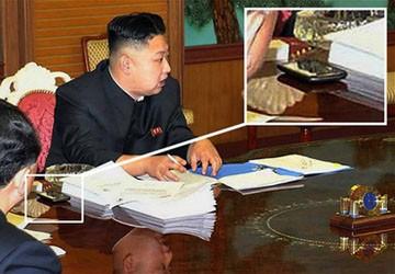 Kim Jong-Un và chiếc điện thoại thông minh bí ẩn