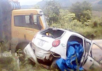 Xe tải ben đè nát taxi, 1 người chết