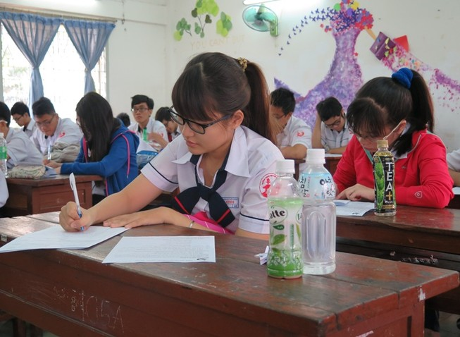 Hơn 1.000 học sinh lớp 12 thi thử đại học