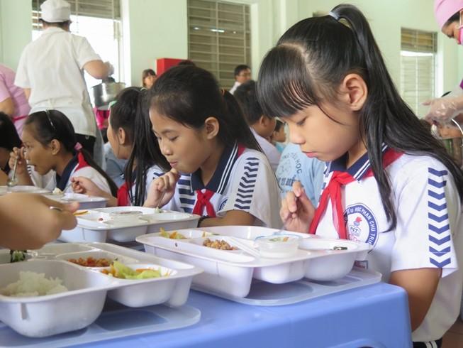 Bỏ bếp ăn bán trú vì áp lực tăng học sinh
