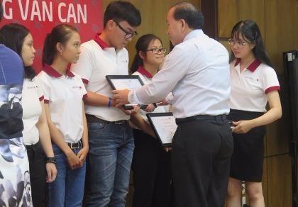 70 sinh viên nhận học bổng Lương Văn Can